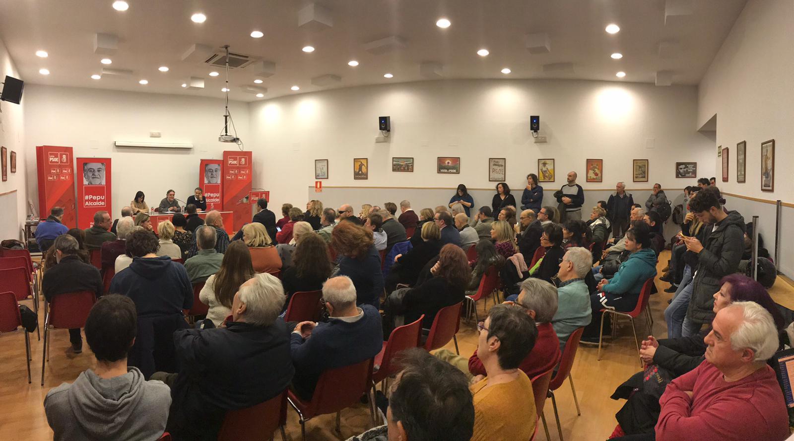 #PepuAlcalde se reúne en PSOE Latina con militantes.