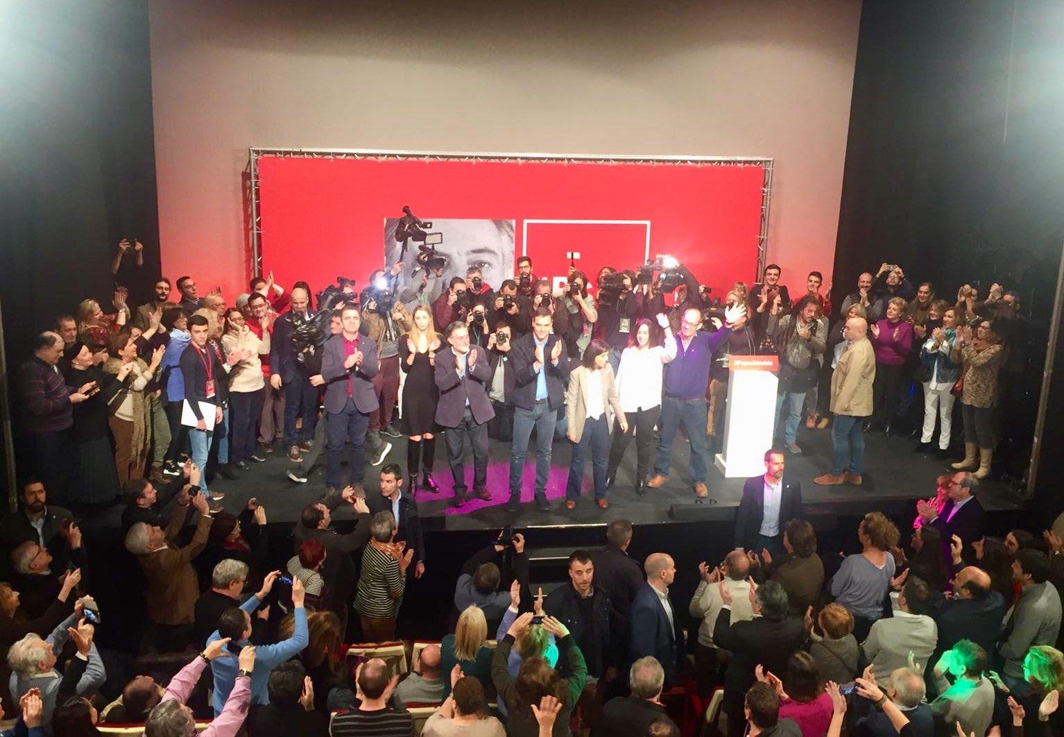 #PepuAlcalde Foto final de la Presentación de la Precandidatura a la Alcaldía de Madrid de Pepu Hernández en Teatro La Latina