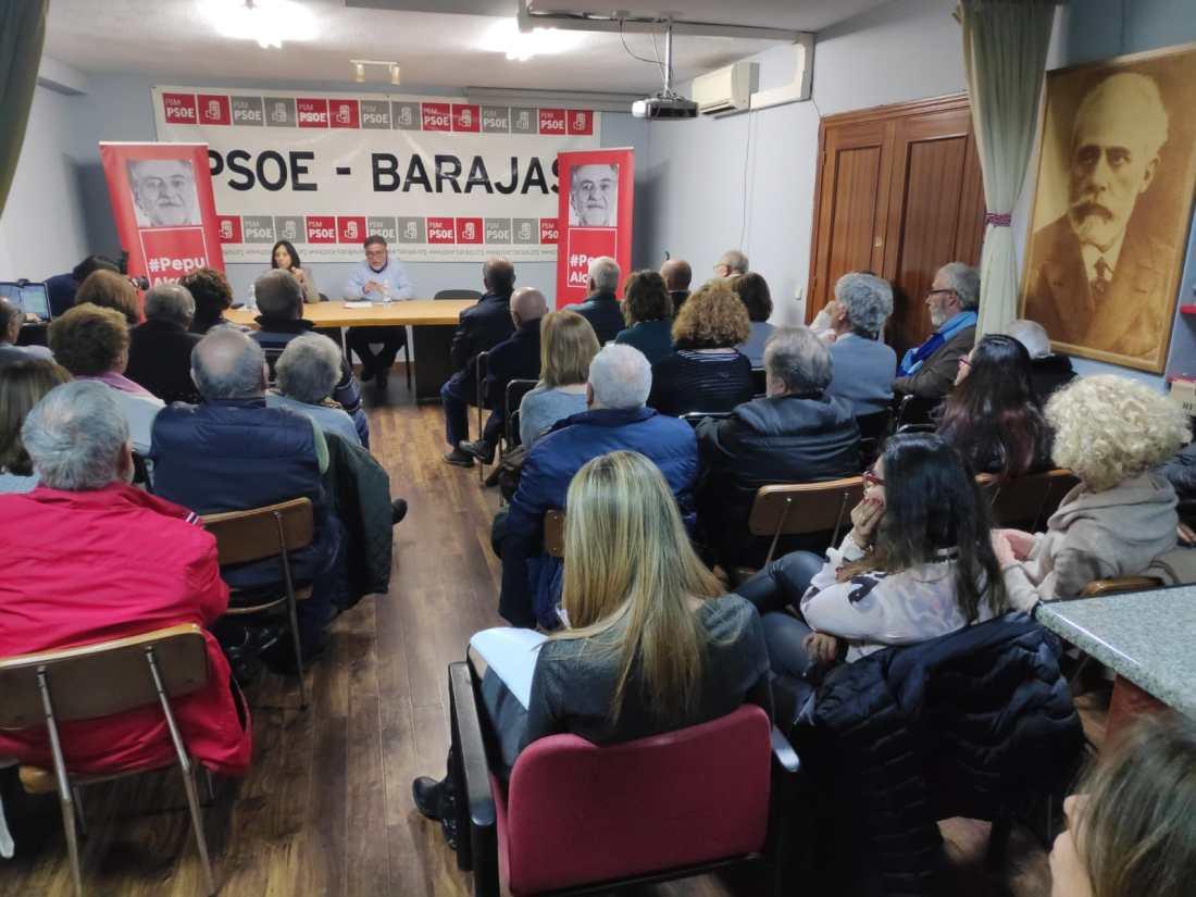#PepuAlcalde visita PSOE Barajas reuniéndose con militantes.