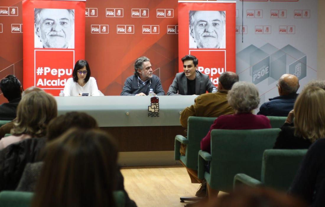 #PepuAlcalde se reúne en PSOE Villaverde con militantes.
