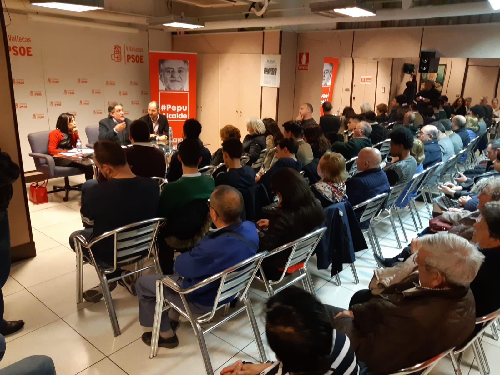#PepuAlcalde visita PSOE Villa de Vallecas reuniéndose con militantes.